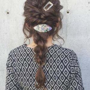 女生编发马尾发型,尽显优雅甜美气质