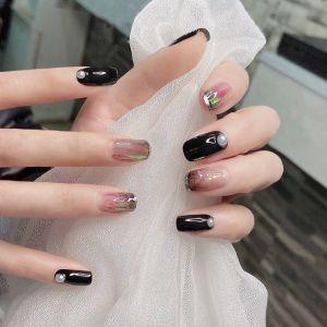 黑色玻璃纸珍珠显白美甲图片