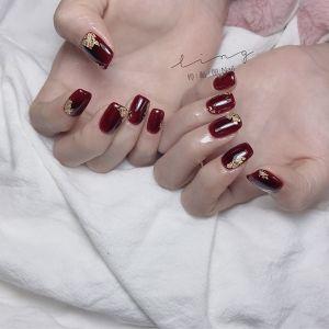 酒红色方圆形新娘美甲图片