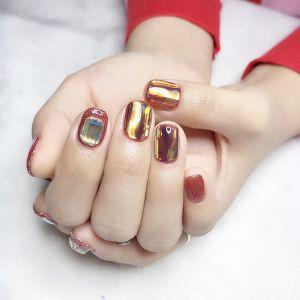 红色方圆形短指甲钻饰玻璃纸美甲图片